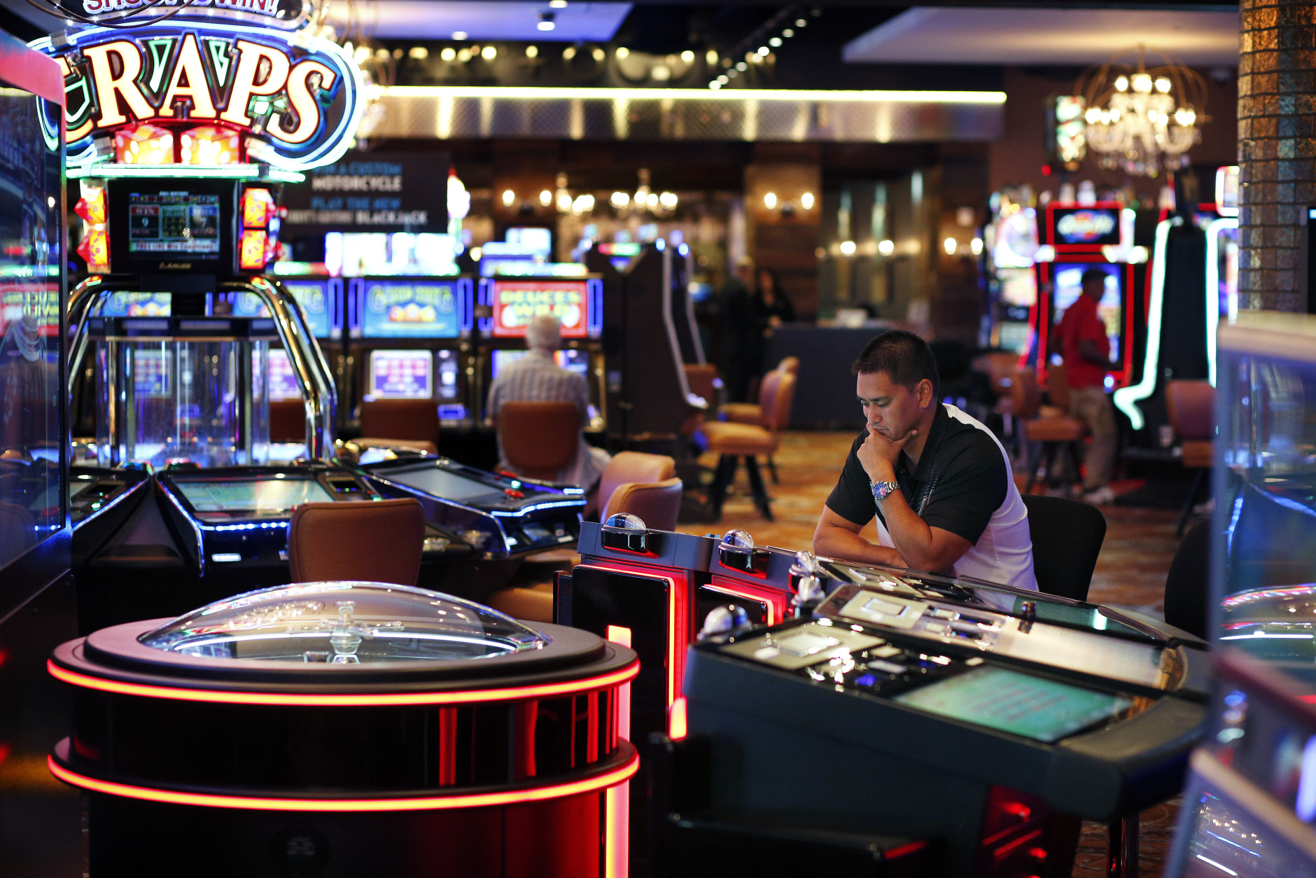 As gamblers shun stingier slots, casinos shake things up